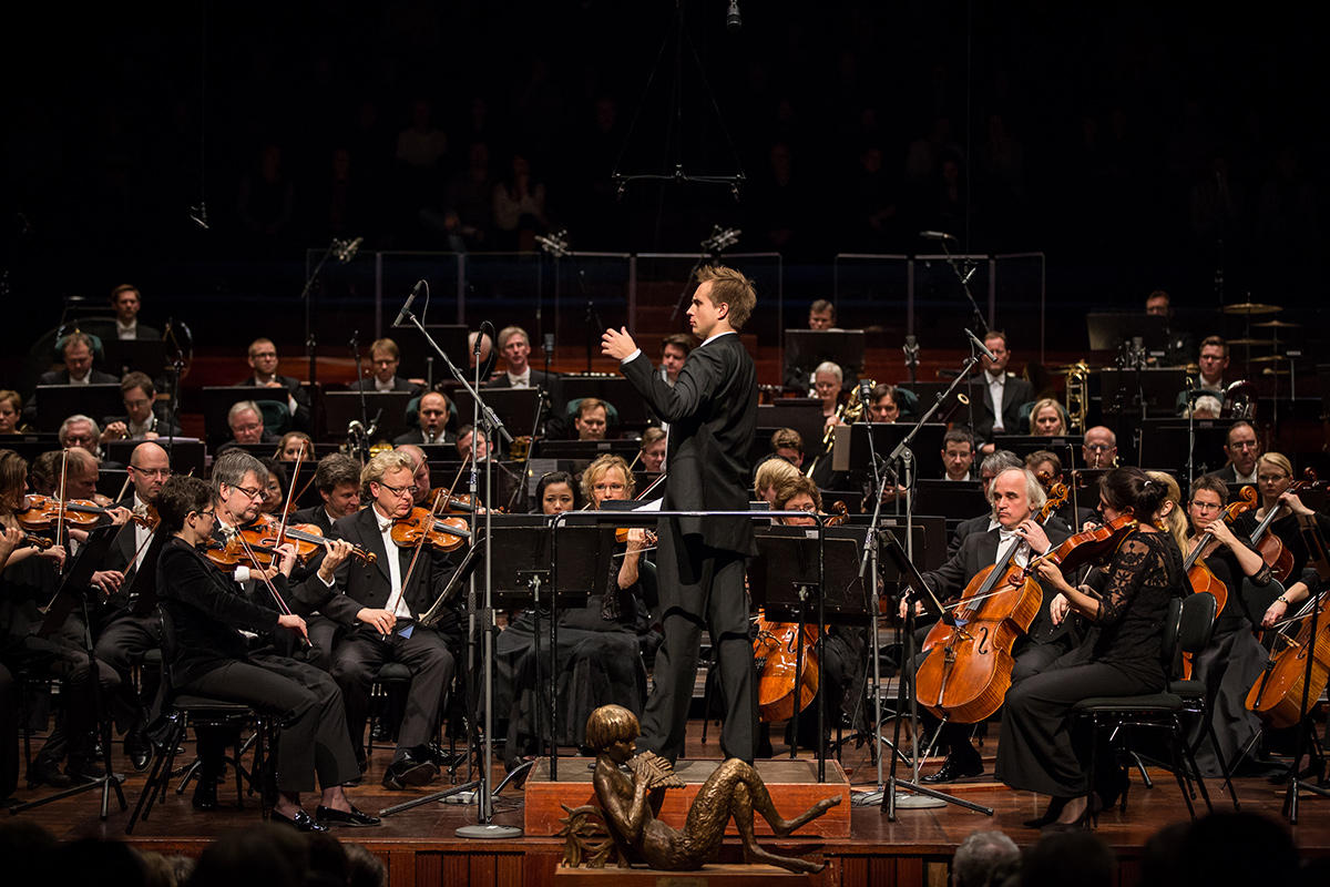 Vasily Petrenko – Vasily Petrenko conducting the orchestra